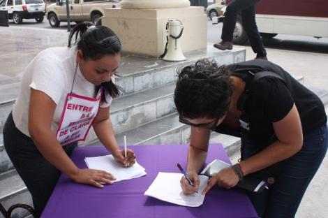 Recoleccion de firmas para lograr la reunificacion de la bebe con su familia