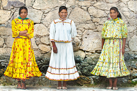 Mujeres rarámuris en la Sierra Tarahumara de Chihuahua, México.