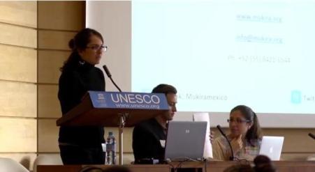 Wanda Muñoz, representante de Mukira, en la sede de UNESCO en París.